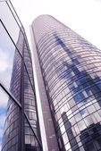 Arquitetura de cidade moderna de arranha-céu de vidro alto — Foto Stock