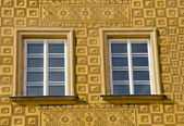 Ancient building decor windows ornamented wall — Stock Photo