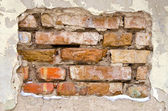 Background of dirty old crumbling brick wall — Стоковое фото