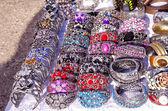 Testa di bracciali gioielli anello fiera outdoor — Foto Stock