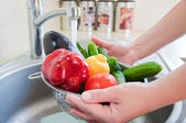 Washing vegetables — Stock Photo