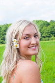 Beautiful girl on the meadow — Stock Photo