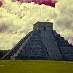 Chichen Itza The main pyramid El Castillo — Stock Photo #8375155