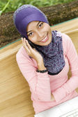 Beautiful young muslim lady smiling talk to the mobile phone — Stock Photo