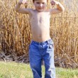 Strong kid showing the muscles — Stock Photo