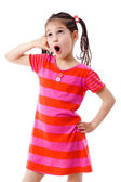 Flicka gestikulerande pratar på telefon — Stockfoto