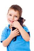 凯蒂在肩上的小男孩 — 图库照片