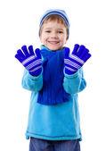 Niño sonriendo en ropa de invierno — Foto de Stock