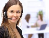Operador de mujer hermosa en la oficina. — Foto de Stock