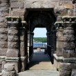 Old stone archway at boldt castle grounds — Stock Photo