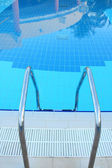 Ladder into pool — Stock Photo