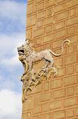 空や壁の歴史ライオン救済 — ストック写真