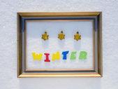 Slovo zima v rámu na sněhu — Stock fotografie