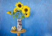 Retro vase with sunflowers — Stock Photo