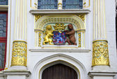 Historical architecture detail with blazon in Brugge — Stock Photo