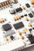 Weiße elektronischen leiterplatte, ansicht von oben mit details — Stockfoto