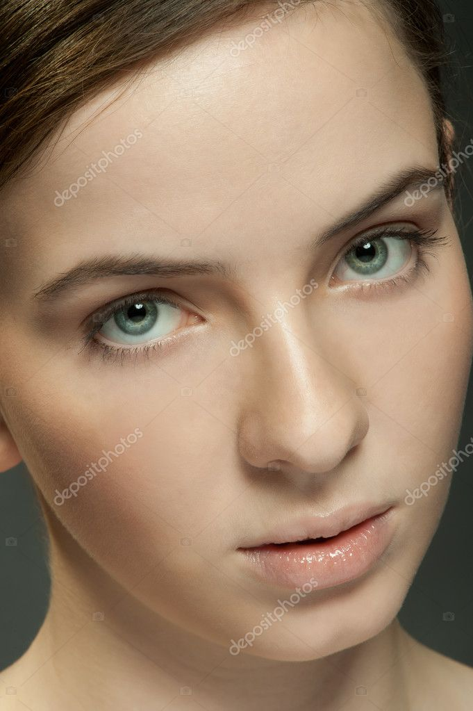 Face of a young beautiful girl with natural make-up — Stock Photo #9241426