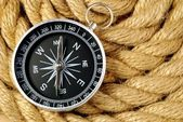 Black compass and marine rope — Stock Photo