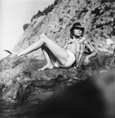 Sexy girl on rocks — Stock Photo