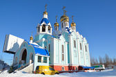 Church with golden domes and crosses of winter — Stock Photo