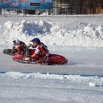 Постер, плакат: Speedway on ice turn on a two motorcycle