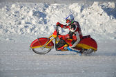 Samara, an ice speedway exit from the rotation — Stock Photo