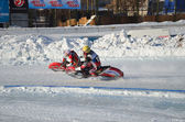 Samara, an ice speedway two riders compete in the rotation — Stock Photo