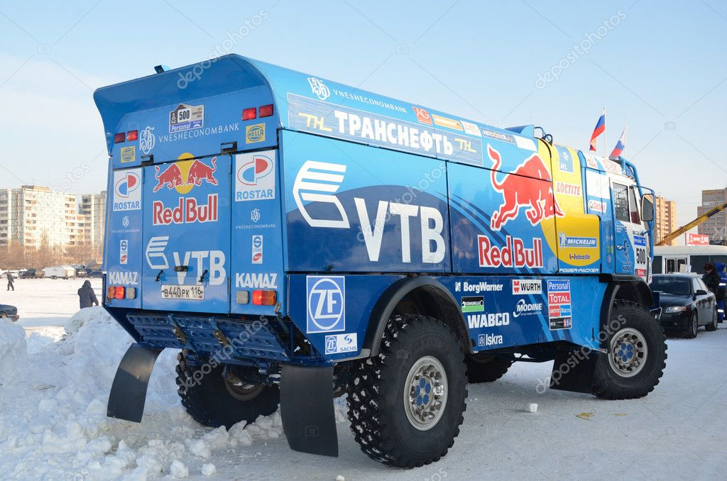 Truck for the rally-raid team KAMAZ MASTER, shot from behind, Cup of Russia in winter track motor racing February 12, 2012 in Samara — Stock Photo #9021529