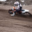Biker performs a left turn on deep sandy ruts — Stock fotografie