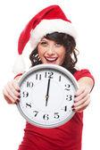 Podekscytowany dziewczyna z santa hat gospodarstwa zegar — Zdjęcie stockowe