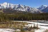 Icy Waters of the Bow River in Banff — Stock Photo
