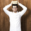 Man holding book — Stockfoto