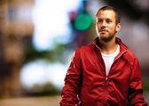 Homem com casaco vermelho — Foto Stock