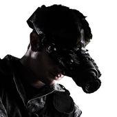 Soldat avec vision nocturne lunettes — Photo