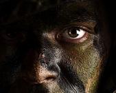Yüzü boyalı kamuflaj — Stok fotoğraf