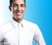 Giovane uomo sorridente — Foto Stock