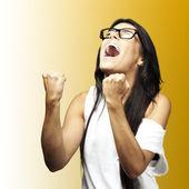 Joven mujer gritando — Foto de Stock