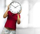 Orologio azienda donna — Foto Stock