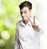 Junger mann gestikulieren — Stockfoto