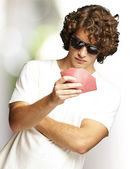 Portrait of young man wearing sunglasses and playing poker again — Stock Photo
