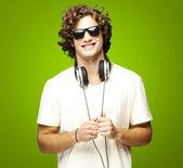 Hombre con auriculares — Foto de Stock