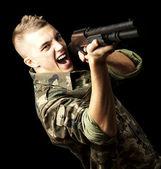Солдат, нацеливающийся — Стоковое фото