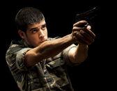 Soldato mirando — Foto Stock