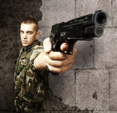 Soldier pointing — Stock Photo