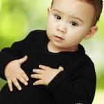 midesi Park'ta dokunmak çok güzel çocuk portresi — Stok fotoğraf