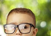 Niño con gafas — Foto de Stock