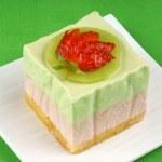 Strawberry and kiwi bavarian cream dessert — Stock Photo