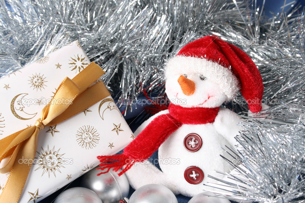 Wrapped christmas gifts with tinsel and snowman decoration  Foto de Stock   #9269074