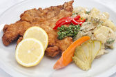 Vienna schnitzel with vegetables — Stock Photo
