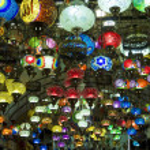 colección de linternas típicas turcas a la venta en el gran bazar de istan — Foto de Stock